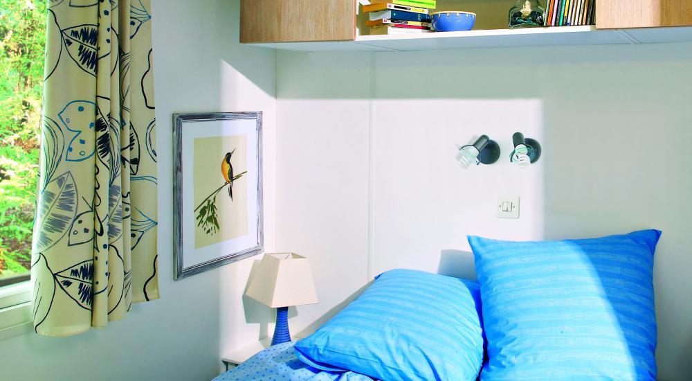 Chambres avec literie confortable et nombreux espaces de rangement