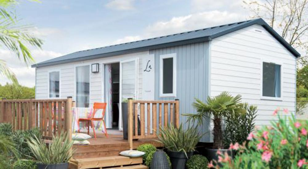 Two-tone cladding mobile home for a colourful atmosphere