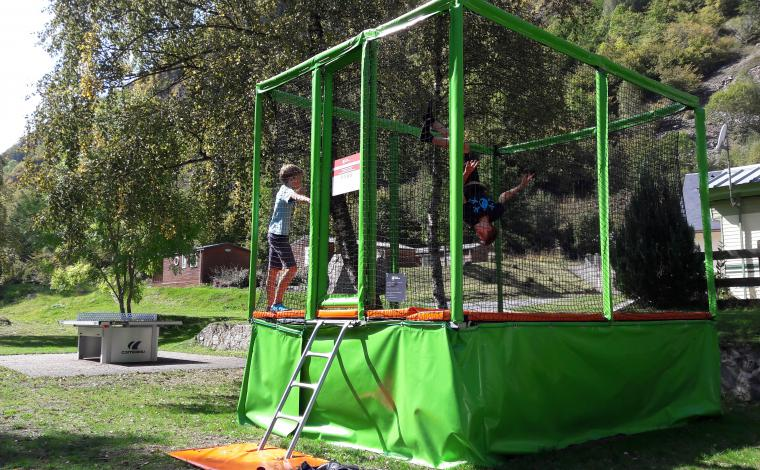 Aire de jeux trampoline