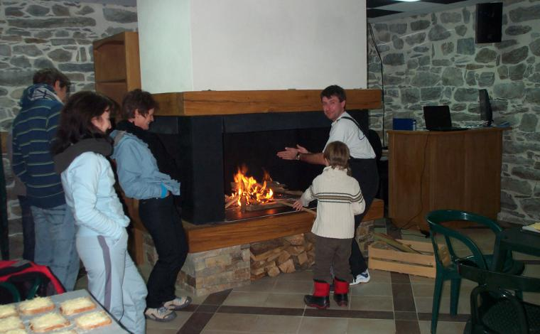 Conviviality in front of the fireplace